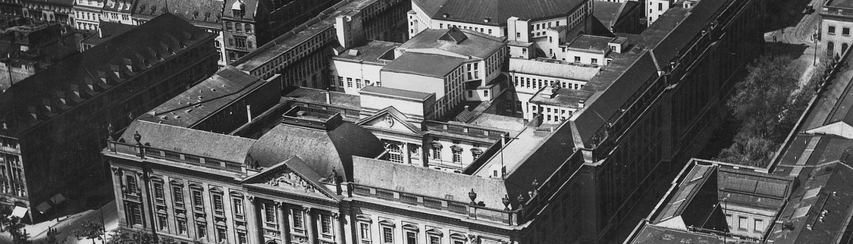 Luftaufnahme mit dem Haus Unter den Linden ca. 1930 / Staatsbibliothek zu Berlin-PK. Lizenz: CC BY-NC-SA 4.0