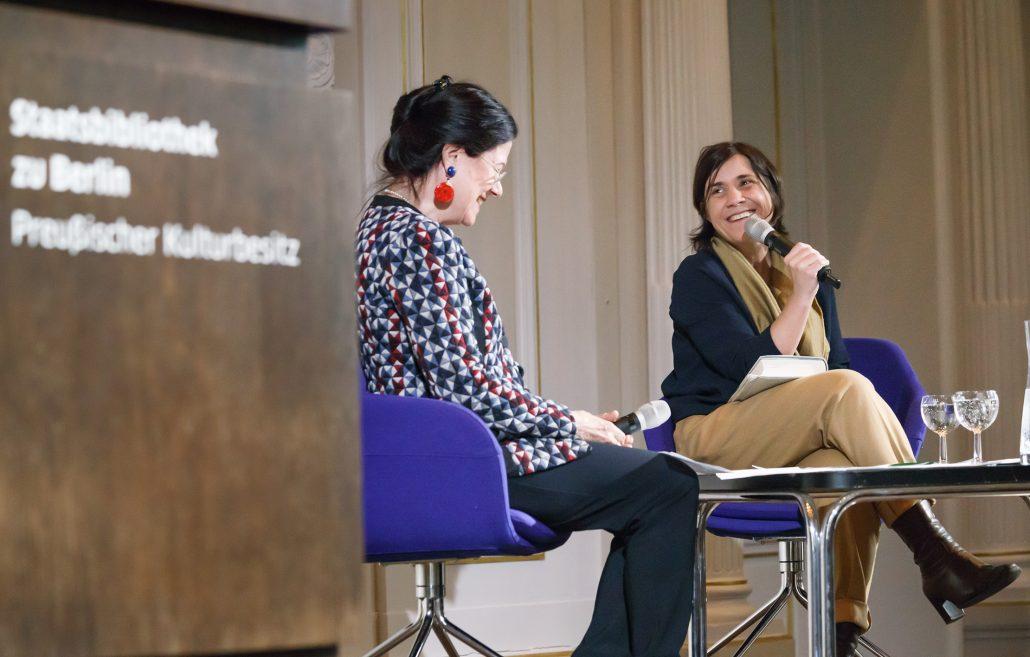 Marie Haller-Nevermann und Bénédicte Savoy im Gespräch; Foto: Hagen Immel, SBB-PK, Lizenz: CC-BY-NC-SA