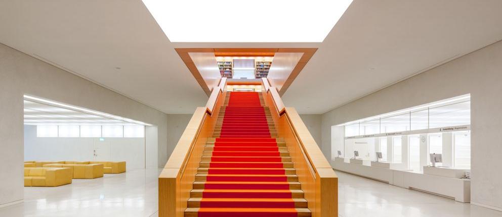 Haus Unter den Linden | Treppe zum Lesesaal - Foto: Jörg F. Müller