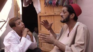 ©Thomas Ladenburger Filmproduktion [Abderahim El Maqori und sein Sohn Zoheir_Marrakesch, Marokko]
