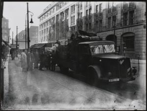 Die Bestände der Staatsbibliothek werden vor möglicher Kriegszerstörung in Sicherheit gebracht, Fotografie, 1941
