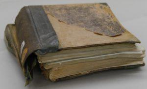 Schäden am Einband des Allensteiner Kreisblatt, Doppeljahrgang 1868/69
