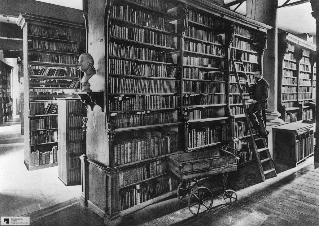 Büchersaal im 2. Stock der Königlichen Bibliothek Berlin Staatsbibliothek zu Berlin-PK. Lizenz: CC BY- NC-SA 4.0