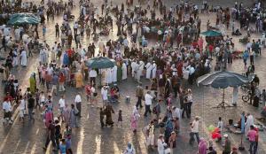 ©Thomas Ladenburger Filmproduktion [Filmdreh_Platz Djemaa El Fna_Marrakesch, Marokko]