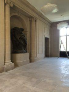 Skulptur im Vorraum der Veranstaltungssäle