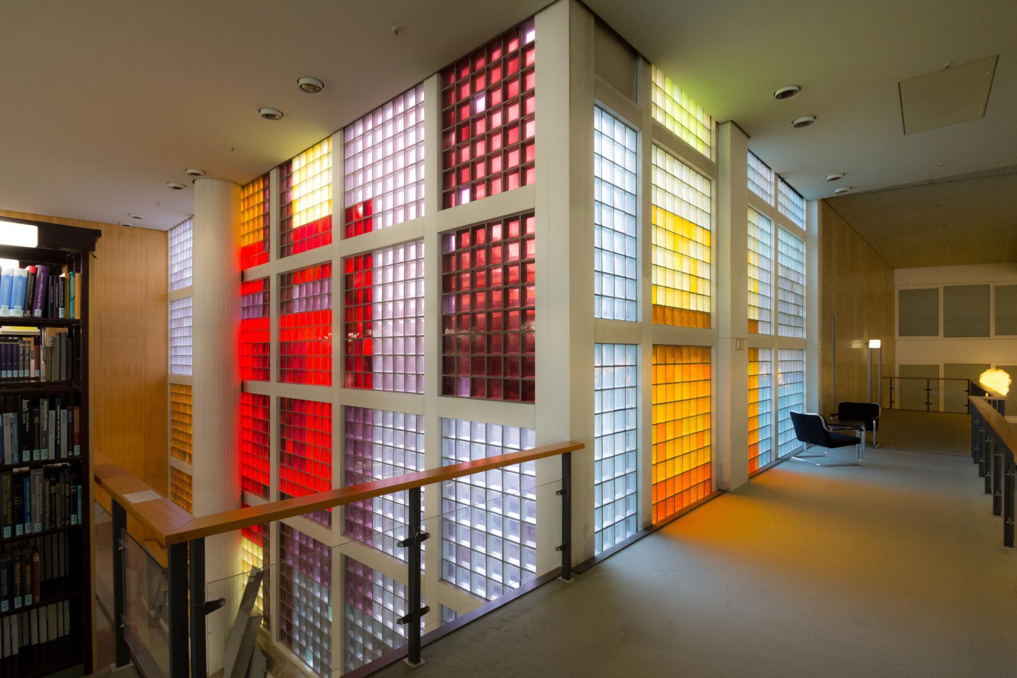 Glasbausteinfenster im lesesaal staatsbibliothek zu for Rechtswissenschaften nc