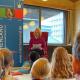 """Barbara Schneider-Kempf liest aus dem Märchen """"Das Zauberpferd"""". Foto: Märchenland e.V."""