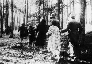 Polskie zakładniczki w drodze na egzekucję w lesie koło Palmir