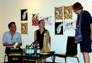 Die Podiumsrunde: Carll Cneut, Rosalie Förster, Carola Pohlmann. - Staatsbibliothek zu Berlin-PK/S. Putjenter CC NC-BY-SA