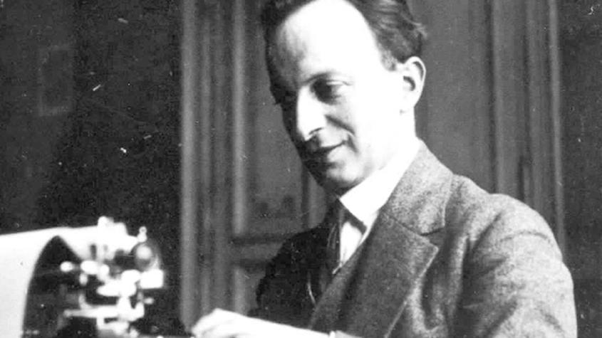 Rudolf Frank an seiner Schreibmaschine (Berlin um 1934, Privatbesitz Vincent C. Frank- - Rudolf_Frank_Blog