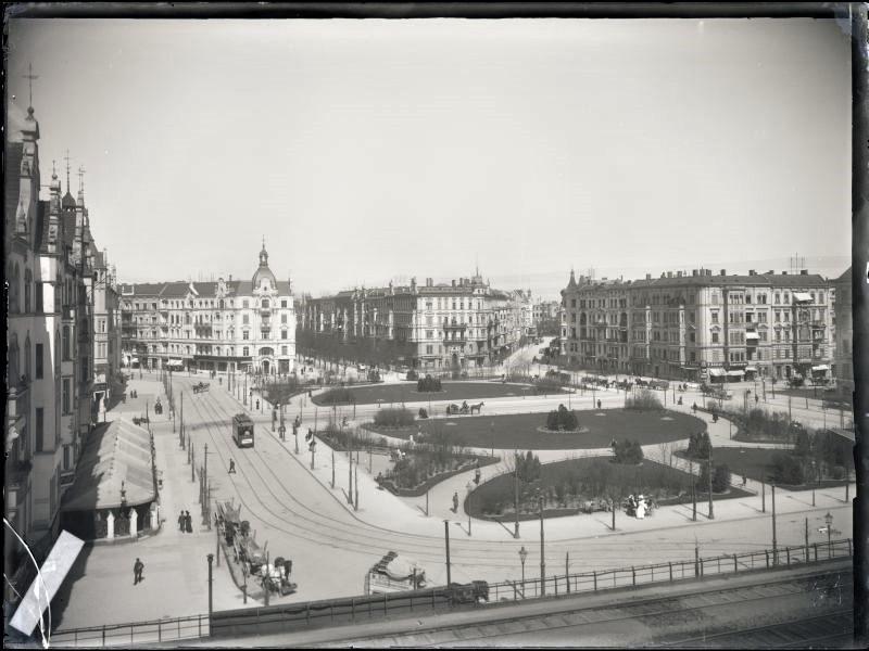 A view on Savigny Platz, 1900. Grolmannstraße on the left side. - Landesarchiv Berlin, F Rep. 290-01-04 Nr. 775 / Fotograf: Waldermar Titzenthaler