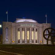 Volksbühne / Ansgar Koreng (https://upload.wikimedia.org/wikipedia/commons/9/97/Volksb%C3%BChne%2C_Berlin-Mitte%2C_170122%2C_ako.jpg) - Nutzungsbedingungen: https://creativecommons.org/licenses/by-sa/3.0/