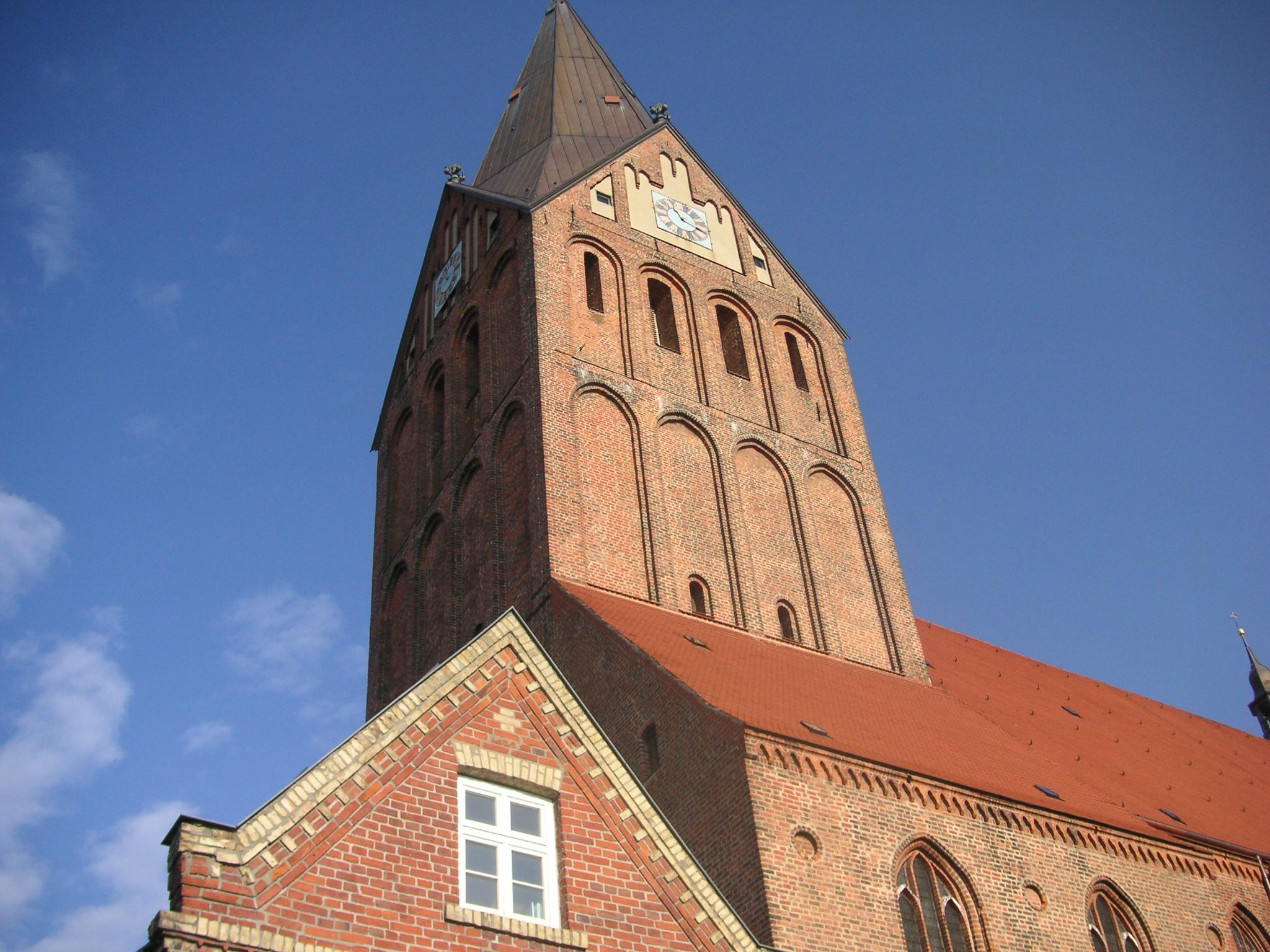 argumentiert luther gegen die kirche