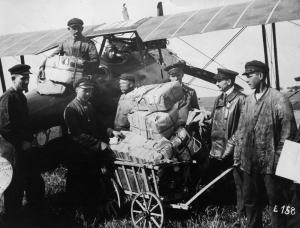 Beförderung von Post und Zeitungen im Jahr 1919 von Berlin-Johannisthal nach Weimar