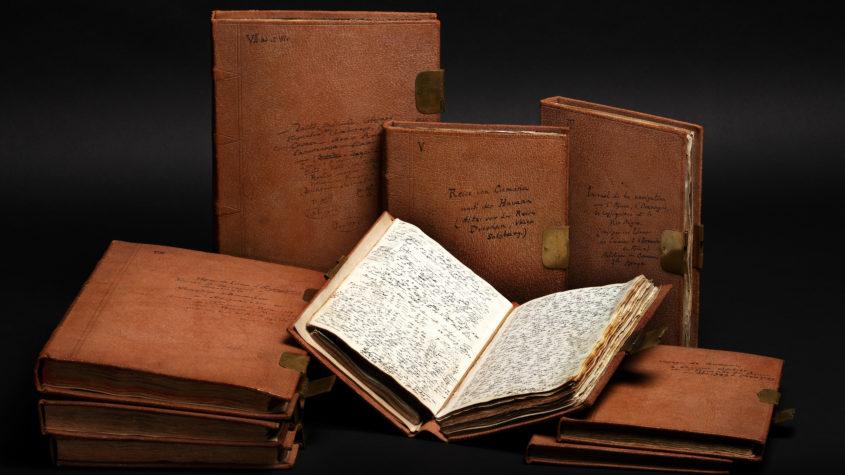 4.000 eng beschriebene Seiten fasste Humboldt in neun Lederbänden zusammen und beschriftete diese selbst<BR>Datierung: 1799 - 1804<BR>Material/Technik: Autograph