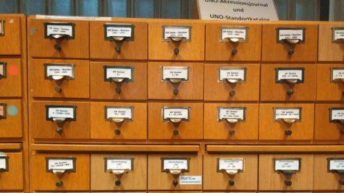 Relikt aus der prädigitalen Ära der Staatsbibliothek zu Berlin als UN-Depotbibliothek: UNO-Akzessionsjournal und UNO-Standortkatalog in der Abteilung Bestandsaufbau der Staatsbibliothek zu Berlin (Staatsbibliothek zu Berlin, CC NC-BY-SA)